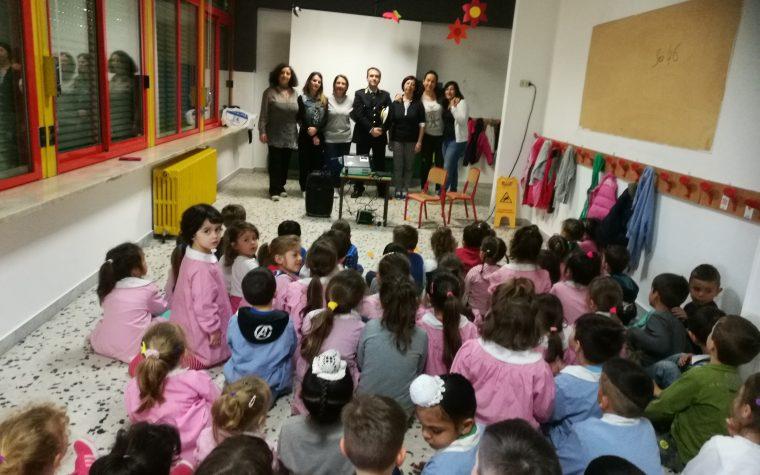 Corso di educazione stradale ai bambini dell'infanzia di una scuola di Aprilia (LT)